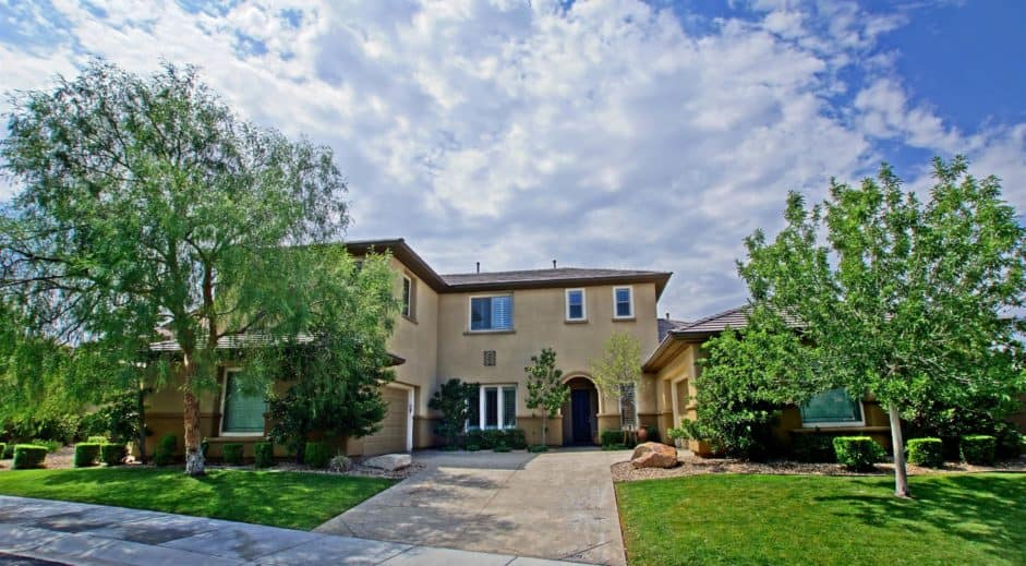 las-vegas-luxury-homes-15-Mallard-Creek-Trail-01-1-941x519