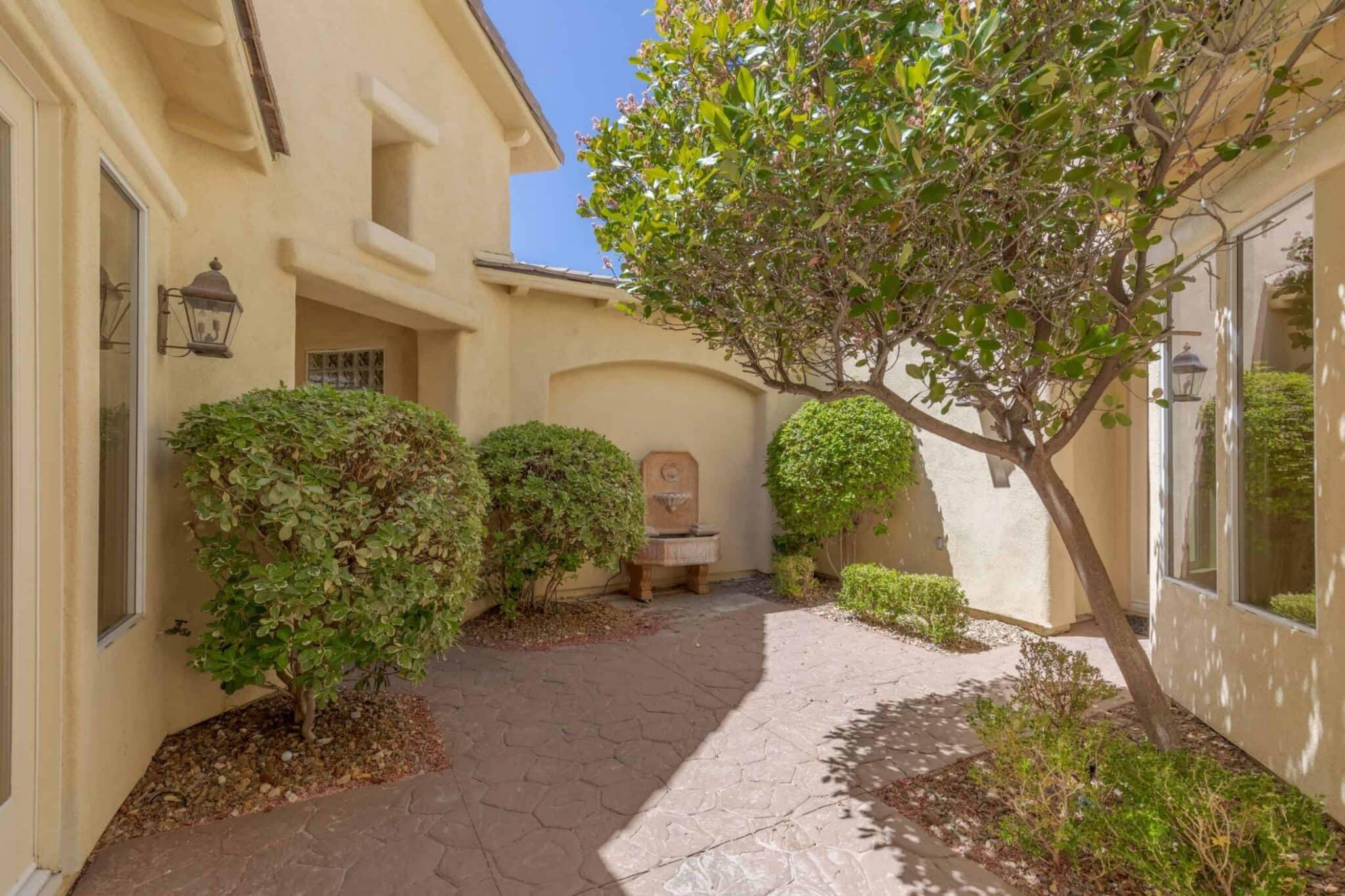 las-vegas-luxry-real-estate-realtor-rob-jensen-company-2620-grassy-spring-place-rrcc05